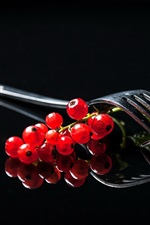 Preview iPhone wallpaper Red currants, fork, black background