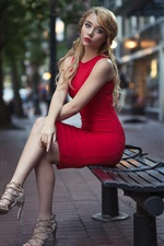 iPhone fondos de pantalla Chica rubia falda roja, sentarse en el banco, ciudad, calle