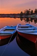Suécia, dois, barcos, lago, árvores, pôr do sol