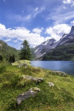 Switzerland, Engstlensee nature lake, mountains