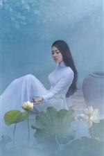 iPhone fondos de pantalla Hermosa chica china, falda blanca, loto, niebla, mañana