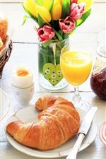 iPhone обои Вкусный завтрак, круассаны, варенье, виноград, апельсин, сок, яйца, тюльпаны