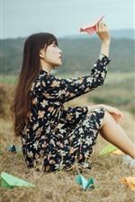 iPhone обои Азиатская девушка, длинные волосы, бумажный самолетик, природа