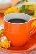 Rosas amarelas, café, macaron, copo de laranja