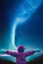 iPhone fondos de pantalla El niño quiere abrazar la aurora boreal, estrellado.