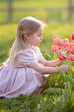 Preview iPhone wallpaper Cute blonde little girl, pink tulips