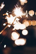 Fogos de artifício, faíscas, mãos, noite, luz de brilho
