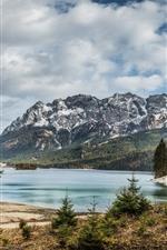 iPhone fondos de pantalla Lago, montañas, árboles, paisaje natural.