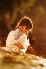 Menina, criança, lado da lagoa