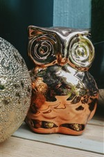 Preview iPhone wallpaper Toy ball and owl, decoration