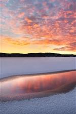 iPhone fondos de pantalla Invierno, lago, nieve, agua, atardecer.