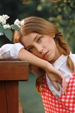 Menina jovem, tranças, flores