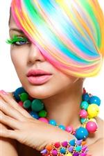 iPhone обои Модная девушка, волосы радужных цветов, разноцветные бусы