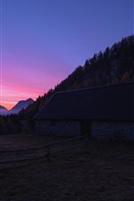 iPhone fondos de pantalla Casa, cerca, arboles, montañas, noche.