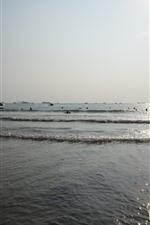 Sea, waves, people