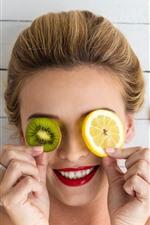 Sorria menina, kiwi e rodelas de limão