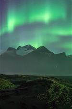 Hermosa aurora boreal, montañas, costa, noche
