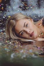 iPhone обои Блондинка, вода, звезды, блеск