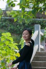 Chica China, sonrisa, mirar hacia atrás, puente, hojas, Parque