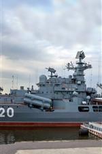 Destroyer, dock