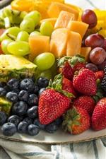 Rodaja de fruta, postre, fresa, piña, mango, arándano, uva.