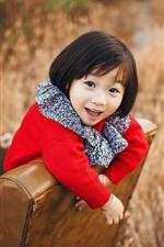 Menina feliz, cabelo curto, criança