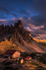 Italia, Dolomitas, montañas, casas, nubes, atardecer