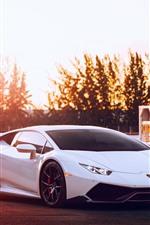 Lamborghini Huracan supercoche blanco, puesta de sol, deslumbramiento