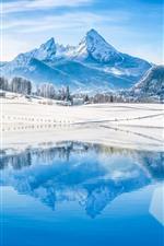 iPhone fondos de pantalla Montañas, árboles, nieve, lago, reflejo de agua, invierno.