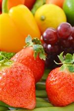 iPhone fondos de pantalla Fresas, alubias, uva, tomate, pimiento, limón.