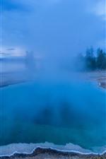 Parque Nacional hermoso de Yellowstone, lago azul, niebla, mañana, los E.E.U.U.