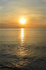 Preview iPhone wallpaper Sea, sunset, water, beach, hazy
