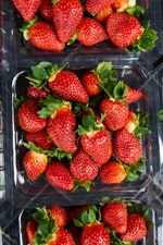 Preview iPhone wallpaper Many strawberries, fresh fruit, juicy