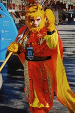 Preview iPhone wallpaper Monkey King, cosplay, street