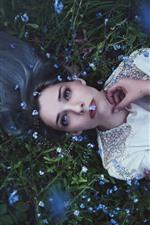 Menina jovem, descanso, plantas, flores