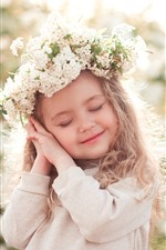 Cute little girl, child, pose, smile, wreath, glare