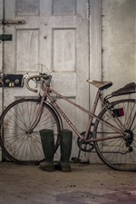 Preview iPhone wallpaper Old bike, door