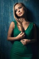 미리보기 iPhone 배경 화면 금발 소녀, 녹색 치마, 생각