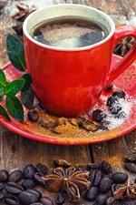 Uma xícara vermelha de café, grãos de café, pó, colher