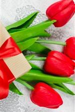 Aperçu iPhone fond d'écranCadeau et tulipes rouges