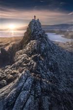 Topo da montanha, pessoa, lago, nevoeiro, manhã, nascer do sol