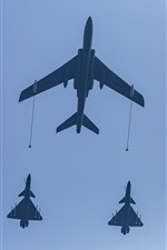 Preview iPhone wallpaper Air refueling, fighter, sky, China, Beijing