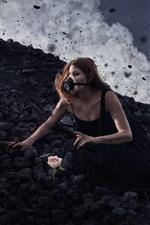 Garota, máscara de gás, pedras negras