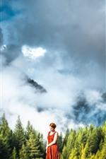 iPhone壁紙のプレビュー 女の子、スカート、山、森、霧