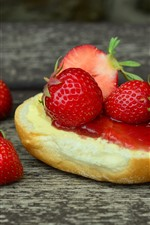 Preview iPhone wallpaper Sandwich, strawberries, jam