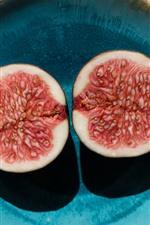 Cutted figs