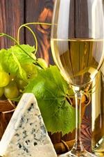 iPhone обои Зеленый виноград, вино, сыр, стеклянная чашка и бутылка