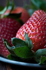 Preview iPhone wallpaper Delicious strawberries, plate
