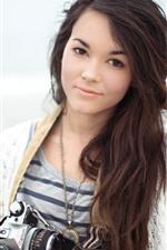Cabelo comprido Menina asiática, sorriso, câmera