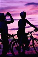 iPhone обои Велосипедисты, велосипеды, закат, силуэт